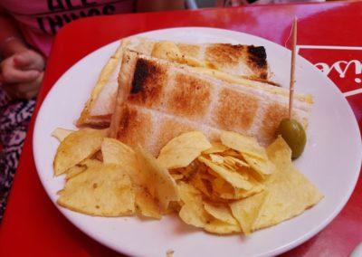 Tipico Tostado con Fritas
